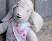 """Bea """"I am singing..."""" - a sheep wool filled toy"""