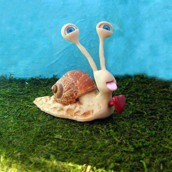 Lovestruck snail sculpture figurine