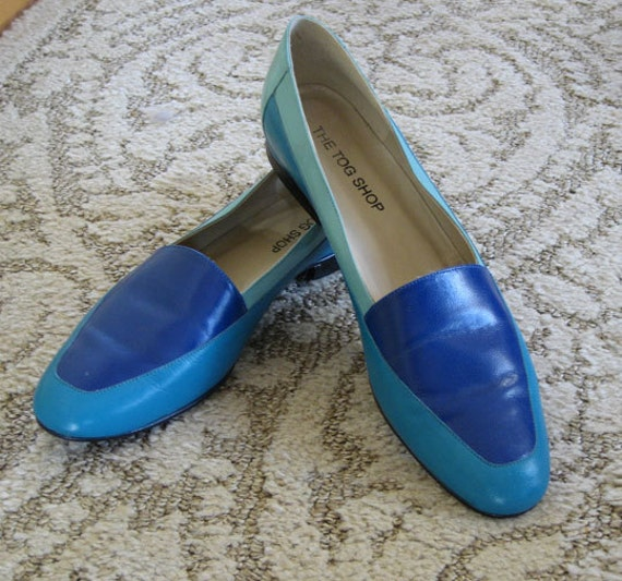 Sale: vintage blue 2-tone leather flats.  RESERVED FOR CALLI