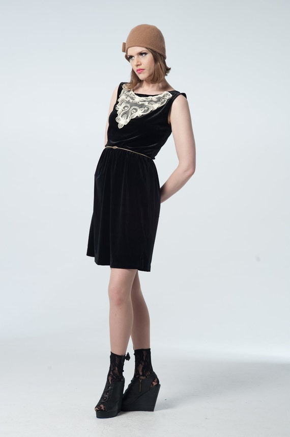 Vintage Cinched High Waist Velvet Cream Aplique Play Dress