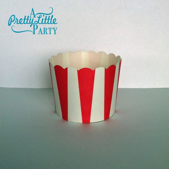 25 Red & White Striped Cupcake Liners - Scalloped Cupcake Cups - Treat Cups - Party supplies