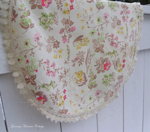 Vintage tablecloth round floral pattern creme swedish shabby chic