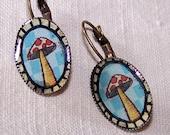 Mushroom - Brass earrings with mushroom's picture and resin - Boucles d'oreilles en laiton avec champignon et résine