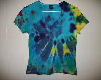 Tiedye v-neck tee shirt, size L