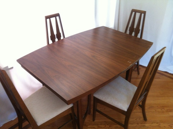 Broyhill's Brasilia Like, Atomic Mid Century Modern Dinning Table and Chairs