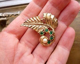 Gold Leaf Pearl Brooch - Vintage Green Rhinestone  - Emerald Retro Pin