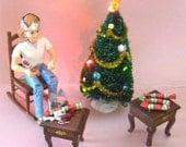 Handmade miniature English Christmas Crackers / Christmas Poppers  (stripe) 1:12 scale