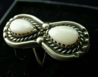 Vintage Handcrafted Mother of Pearl Sterling Silver Ring