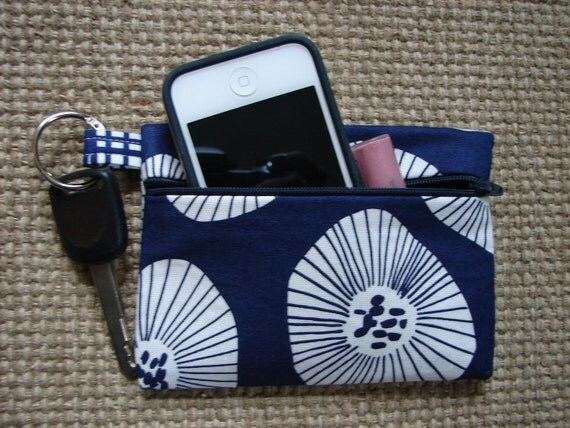 Keychain Wallet in Navy Scattered Blooms