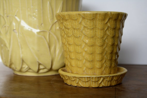 """Darling Yellow """"Nelson McCoy"""" Early Planter with Saucer 1930's"""