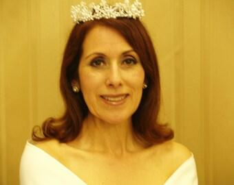 Bridal Wedding White Crown Vintage,Queen, white pearls crown vintage, retro, deco, floral pearl crown, perfect for 50s look, bun ring crown