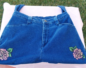 Recycled old jeans into a tote bag trimmed with two red roses, Jean Purse, Jean Bag, Chambray, Unique Gifts, Pink Roses, Handbag