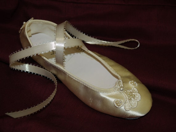 Ballerina Shoes  Flower girls Ivory Satin soft delicately adorned venice lace appliqué, lace up ribbon slippers, girl flats, Ivory, Pageant