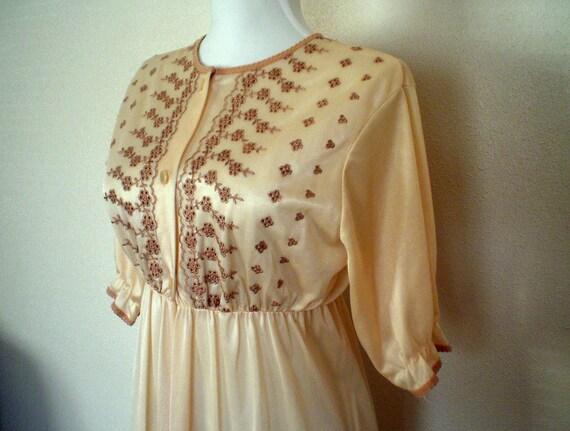 Vintage Robe: Dressing Gown, Embroidered Cream Robe 100% Nylon