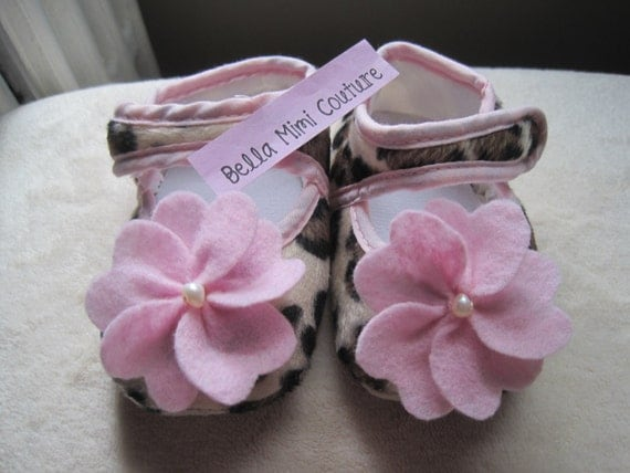 Infant Leopard Crib Shoes/ Infant Leopard Slippers/ Infant Leopard Shoes Size 0-12 Months