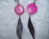 Feather Earrings - Hot Pink & Black Coque