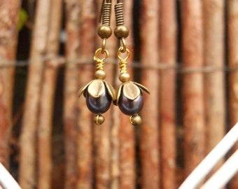 Dark blue pearl earrings