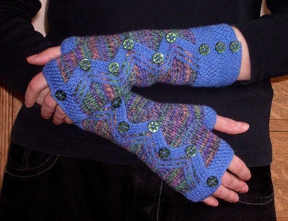 Dragon Gloves Knitting Pattern : Dragon Mitts PDF knitting pattern by FingertipsPatterns on ...