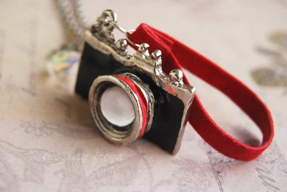 Canon craze - a miniature camera necklace