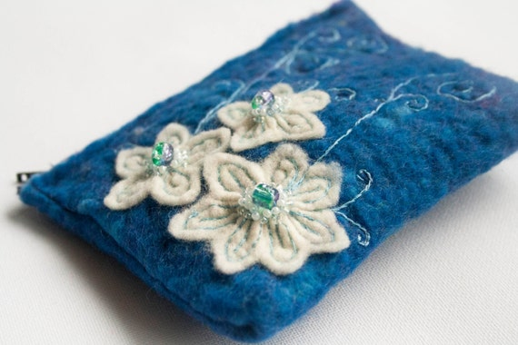 Felted embroidered coin purse - flowers