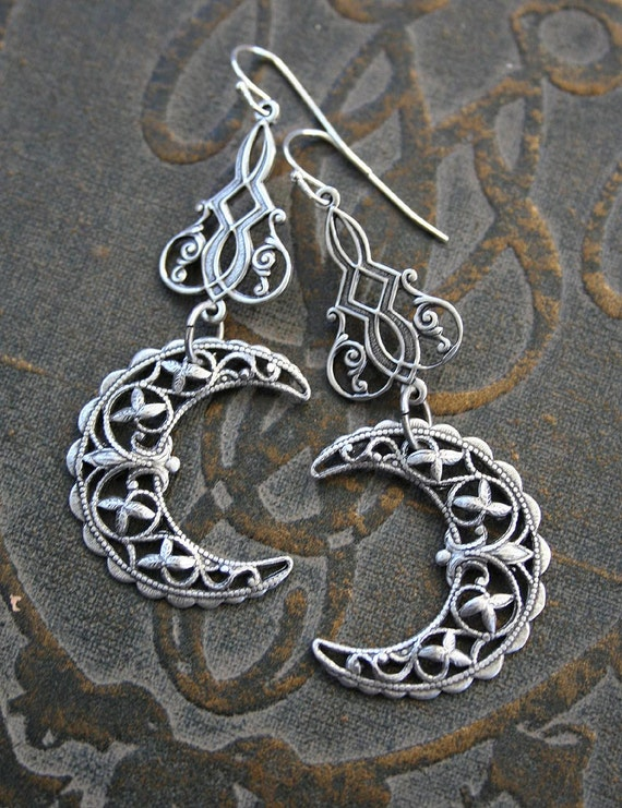 VICTORIAN MOONS in SILVER romantic vintage fantasy inspired crescent moon filigree earrings, free gift boxing