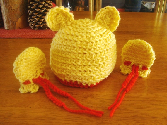 Winnie The Pooh Baby beanie and mittens