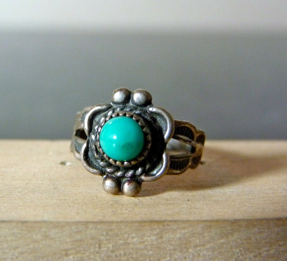 Vintage Silver Simple Dainty Ring with Round Turquoise in a Unique Setting
