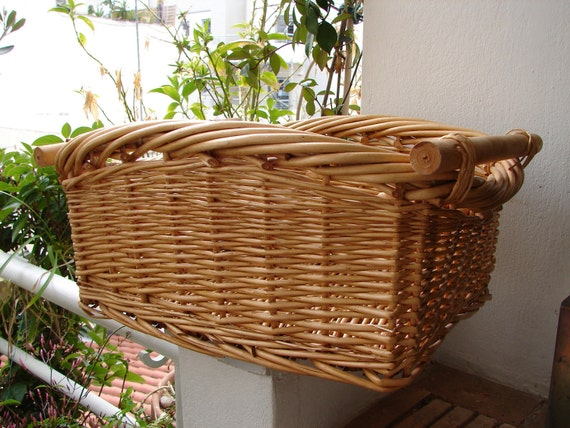 Vintage French,large wicker storage basket with wooden handles,shabby chic/cottage chic/laundry/bicycle basket