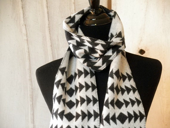 Navajo scarf, Pendleton wool , Walking Rock pattern in classic Black and white, a fashion accessory for guys and girls 65 x 6