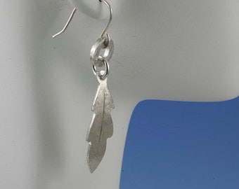 On SALE 20 to 50% off. Small circle with leaf sterling silver earrings