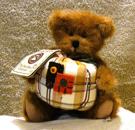 SALE - RETIRED  Boyd's Carmen Autumntyme Bear