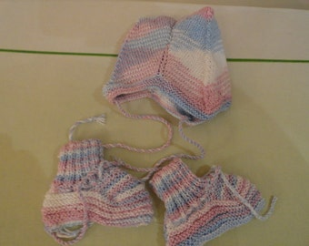 Baby's hat and shoes set