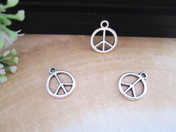 20pcs of Antique silver Peace symbol charm pendant  14mm