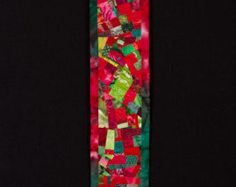HOLLY//Art Quilt: Wallhanging in Red and Green for Narrow Wall/FREE SHIPPING
