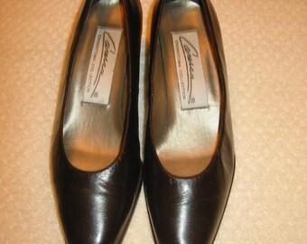 vintage dark brown Caressa heels size 7 1/2 B