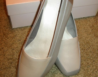 vintage womens Enzo Angiolini leather flats . . . irontone . . . 7 W . . . new in box