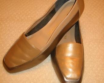vintage womens Enzo Angiolini leather flats . . .  tan, beige & bronze . . .  7 W