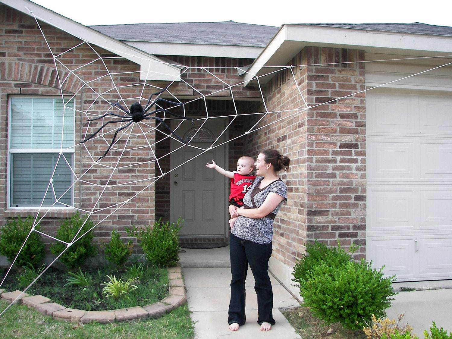 20 ft almost giant spider web halloween house prop. Black Bedroom Furniture Sets. Home Design Ideas