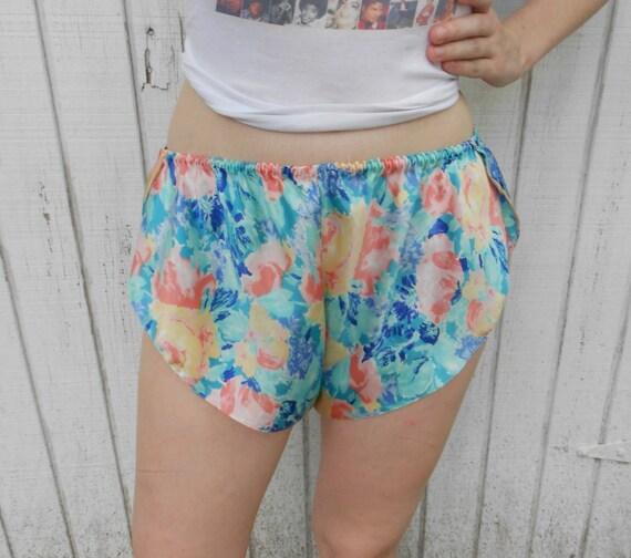 90s Floral Shorts Medium Silk Polyester Pajama Shorts Beach Running