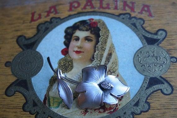 Sweet Silver Tone Bond Boyal Flower Brooch