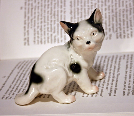 Creepy Weird Cat Figurine - White and Black Cat Statue - Scary Cat