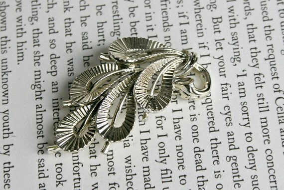 Art Deco Silver Tone Brooch - Abstract Floral Leaf Deco Pin - Lisner Designer Brand Signed