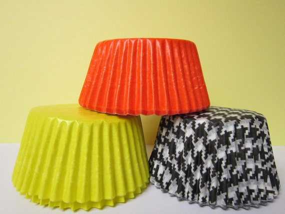 36 Orange Yellow Black & White Houndstooth Baking liners
