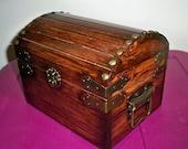 Wooden storage / keepsake / jewelry trunk