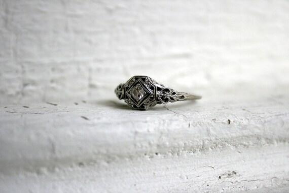 Antique 18K White Gold Art Deco Diamond Filigree Engagement Ring