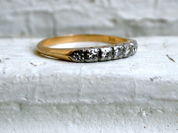Classic Vintage 14K Yellow Gold Diamond Wedding Band