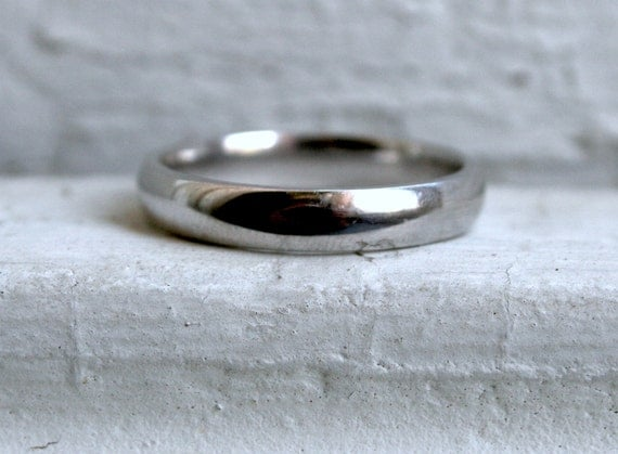 Classic Men's Vintage 10K White Gold Wedding Band.