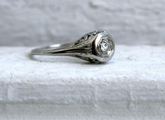 Elegant Vintage 18K White Gold Diamond Engagement Ring.