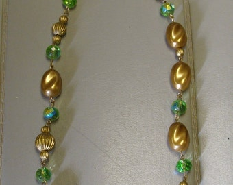 clearance    GREEN CRYSTAL  NECKLACE