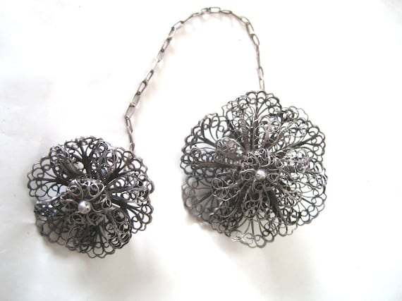 Vintage Scatter Pin with wire wrapped flowers